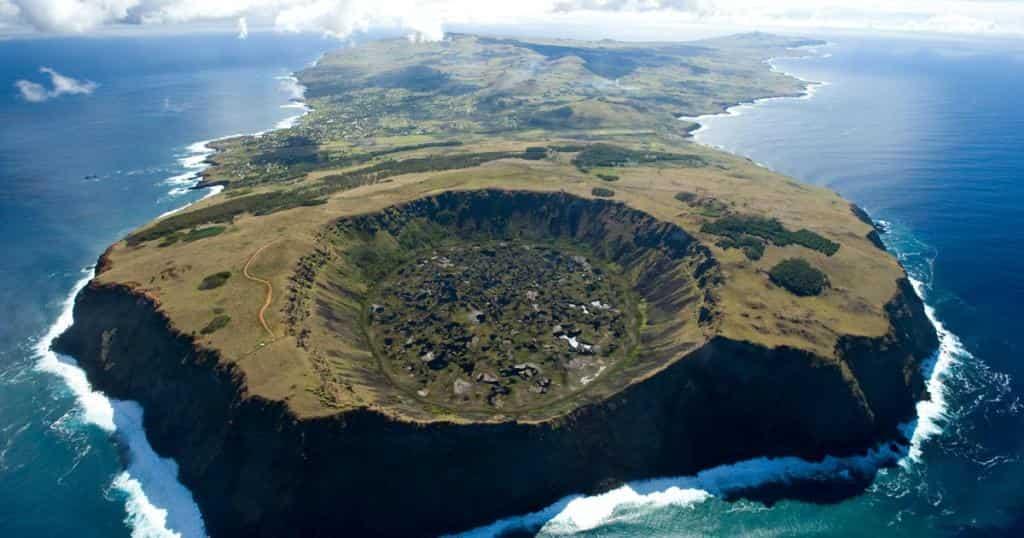Картинки по запросу остров пасхи фото