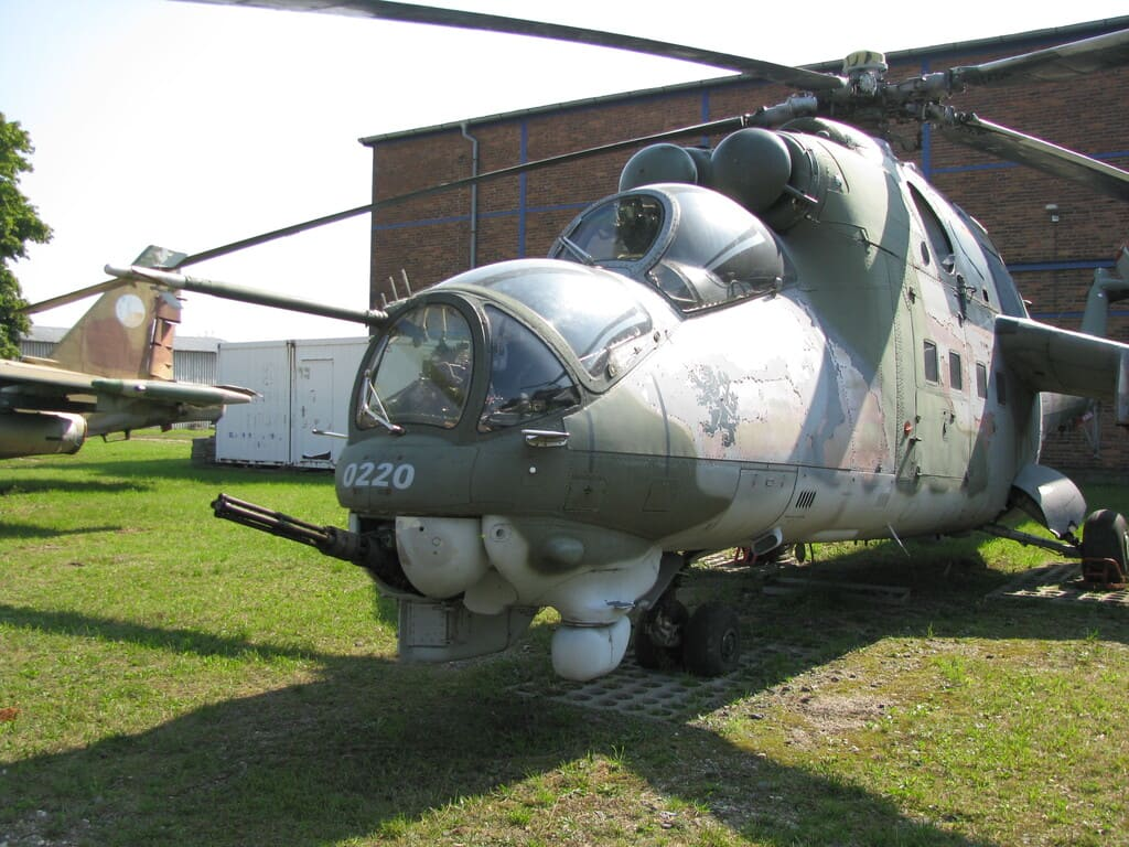 Транспортно-боевой вертолет Миль Ми-24Д и его модификации