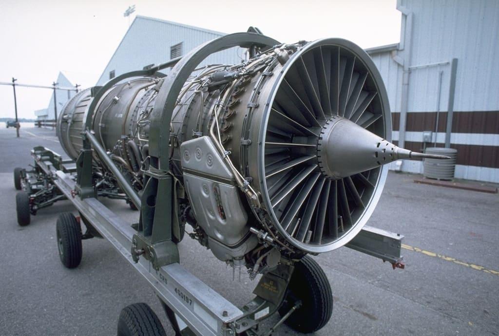 Авиационный двигатель Пратт-Уитни F100-PW