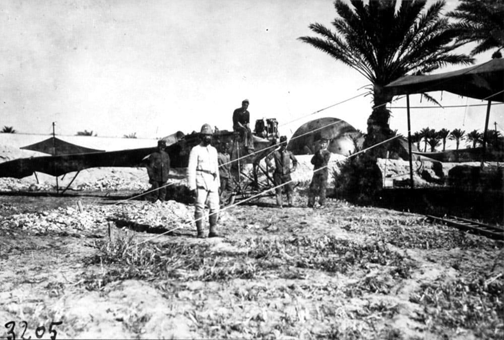 Стратегический бомбардировщик из полотна и фанеры