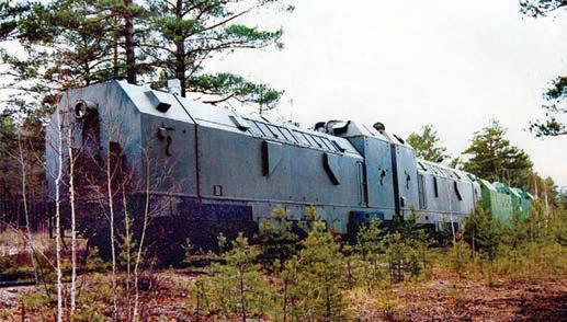 Пара сцепленных бронированных тепловозов ТГ-20