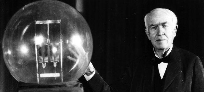 Лампочку изобрел не Томас Эдисон
