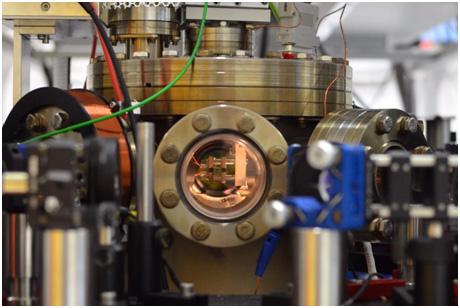 Двигатель размером с атом управляет потоками энергии с квантовой нагрузкой