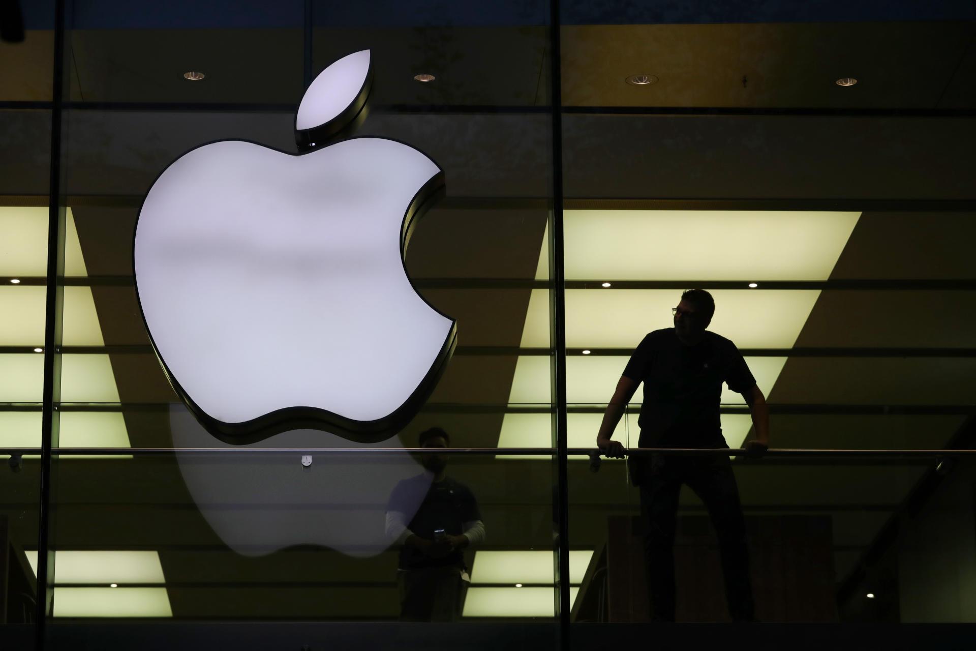 Apple: люди круче роботов
