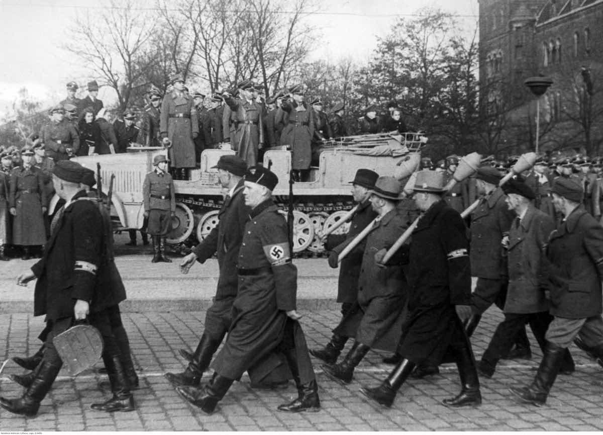 Солдаты фольксштурма на марше