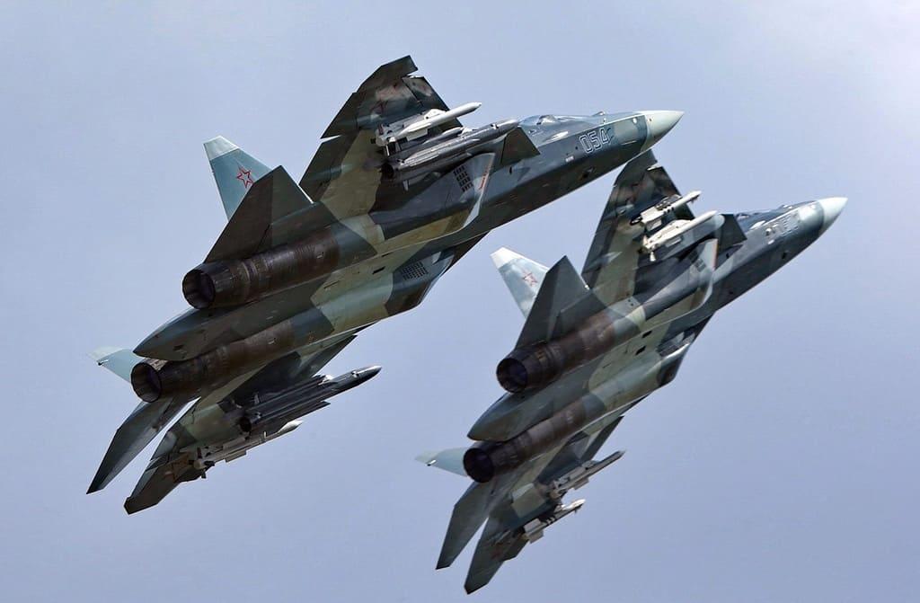 В США сравнили истребители Су-57 и F-22 Raptor