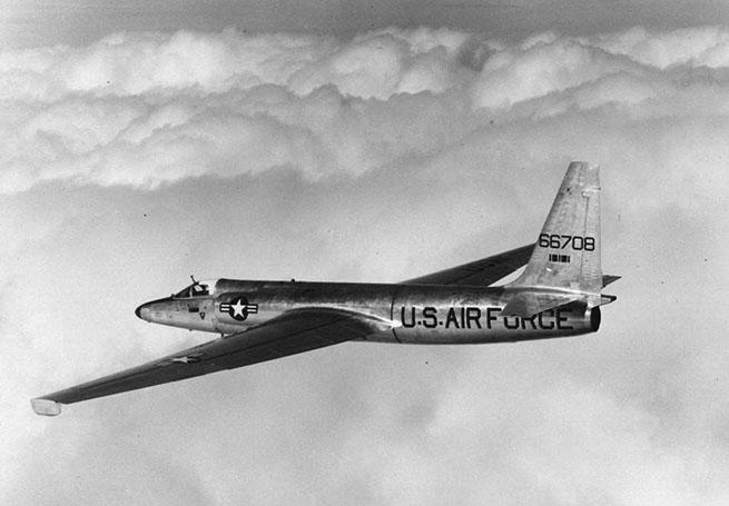 Один из первых самолетов U2 в полёте на большой высоте