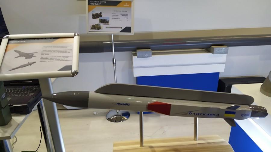 КБ «Южное» презентовало макет гиперзвуковой ракеты «Молния» («Блискавка»)